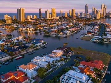 Hourly Rate: Explore Surfers Paradise by Kayak
