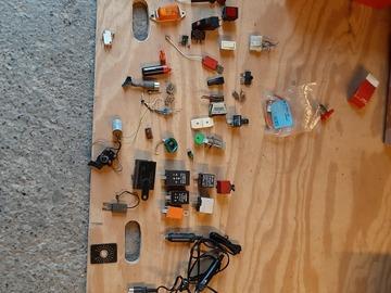 À vendre: Lot de pièces  électriques pour automobiles  anciennes