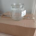 Ilmoitus: Myydään pieniä lasipurkkeja