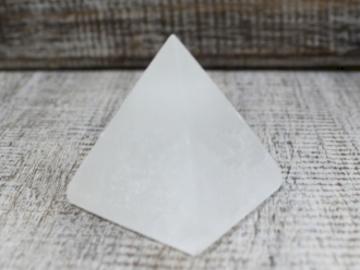 Selling: Pyramid - 5 cm