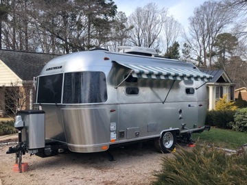 Trailer Sales: 2018 Tommy Bahama Special Edition 19' Travel Trailer