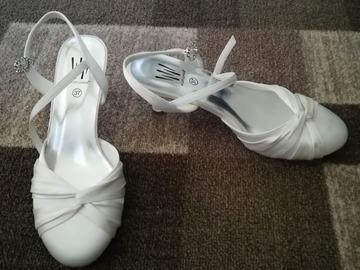 Ilmoitus: Käyttämättömät kengät kokoa 37
