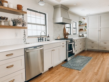 Hourly Rental: Newly renovated, light-filled kitchen in historic home