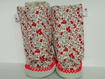 Vente au détail: Chaussons - fleuri gris et rouge