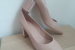 Ilmoitus: New Guess shoes 39