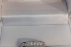 Ilmoitus: Valkokultainen timanttisormus
