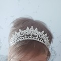 Ilmoitus: Hopeoitu tiara swarovskin kristalleilla