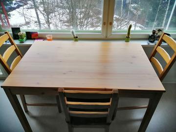 Myydään: Kitchen table with 4 chairs