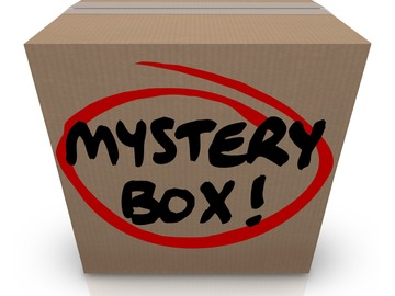 Bán buôn thanh lý lô: Small collectibles mystery box, Pokémon, magic, baseball etc