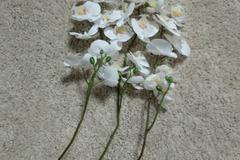 Ilmoitus: Valkoiset teko-orkideat 6kpl