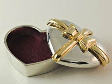 Liquidation / Lot de gros: 400 pcs- Metal Heart Pill/Jewelry Box-- $ .39 pcs!