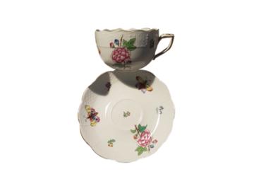 Vente: 16 Tasses à thé avec coupelle Herend