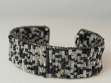Liquidation / Lot de gros: 400 pcs-- Black/White Seed Bead Cuff Bracelet- $. 24 pcs!