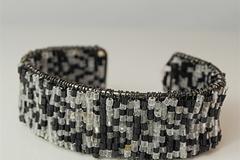 Liquidation/Wholesale Lot: 400 pcs-- Black/White Seed Bead Cuff Bracelet- $. 24 pcs!