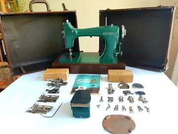 À vendre: Machine à coudre vintage 1950 General Electric R40 + valise