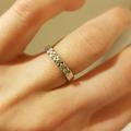 Ilmoitus: Valkokultainen timanttisormus, koko 16,5