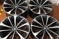 """Selling: Bentley Bentayga 21"""" 5x130"""