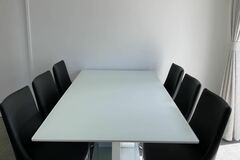 For Sale: modern 7 pieces dining suit