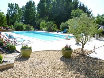 NOS JARDINS A LOUER: Magnifique parc avec piscine chauffée et étang