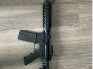 Selling: Airsoft rifle M4