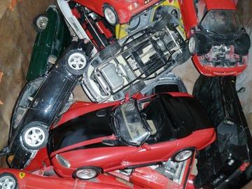 À vendre: Lot de voitures 1:18 à réparé ou pour pièces il en a une dizaine