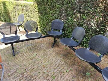 Gebruikte apparatuur: Wachtkamer stoelen