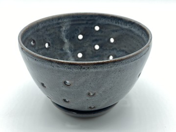 Selling: Ceramic Berry Bowl