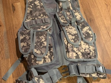 Selling: Camo Tactical Airsoft Vest