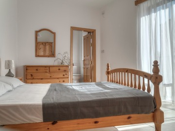 Rooms for rent: Double bedroom with private bathroom , AC, balcony