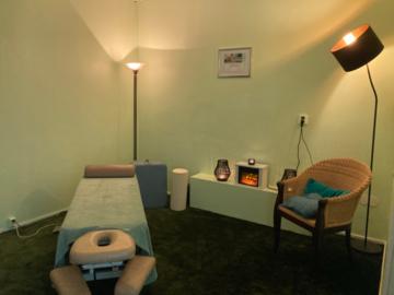 Renting out: vuokrataan hoitohuone+pieni sali