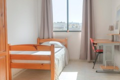 Rooms for rent: Single room with shared bathroom