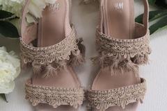 Ilmoitus: Boho beiget sandaalit / sandaletit, 36