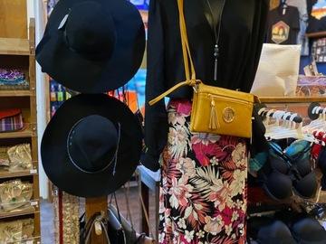 Liquidation/Wholesale Lot: Women mixed clothes