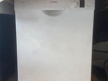 À donner: Lave vaisselle lavant mal