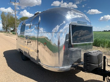 For Sale: 1964 Airstream Globetrotter 19'