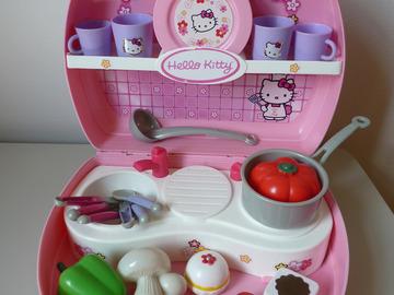 Vente: Mini-cuisine malette + dinette Hello Kitty complète