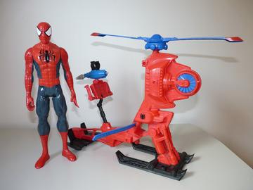 Vente: Spiderman et son hélicoptère de combat + maison faite maison