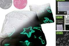 Liquidation / Lot de gros: Glo-Fun Glow In The Dark Kids Space Blanket And Pillow Bag – Grey