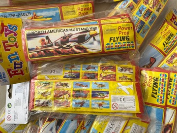 Liquidation/Wholesale Lot: 23 Packs Toy Power Prop Flying Planes Gliders Lot 6042