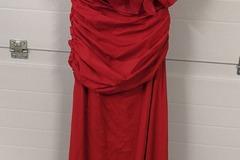Ilmoitus: Uusi näyttävä punainen juhlapuku koko M