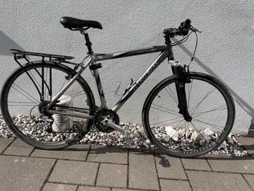 Uthyres (per vecka): Trek alumiinirunkoinen retkipyörä, koko M