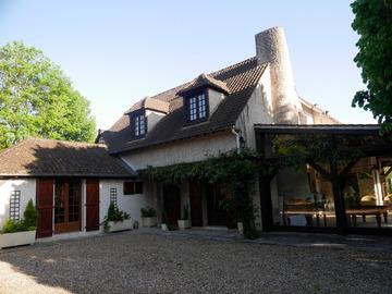 NOS JARDINS A LOUER: Grand jardin avec piscine à 30 km de Paris