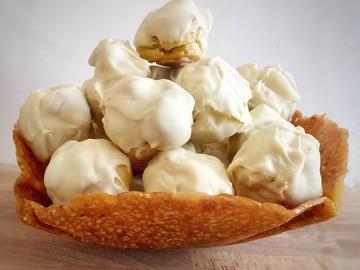Pre-order: Profiteroles in crunchy almond basket