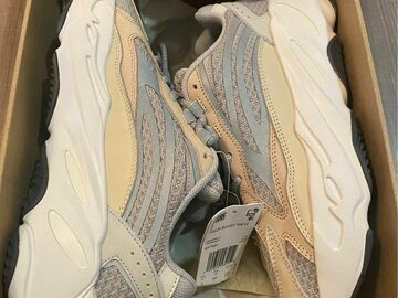The Buyer must come to the seller's address:  YEEZY 700 CREAM