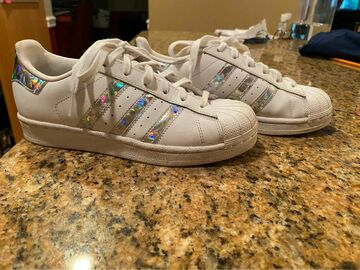 The Buyer must come to the seller's address: Adidas super star