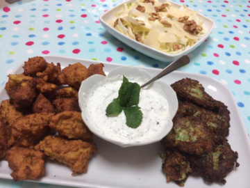 Partage: chickpea/ courgettes fritters, minted yogurt and yummy salad