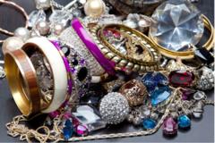 Liquidation/Wholesale Lot: 5 lbs Overstock Box Of Beautiful Jewelry - All Brand New