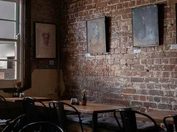 Walk-in: Workdays with espresso drinks served with rustic cool vibe