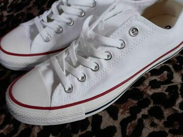 The Buyer must come to the seller's address: Converse sneakers