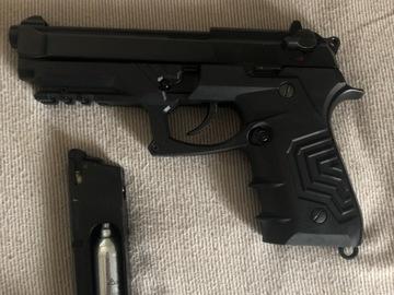 Selling: Co2 Full metal blowback air soft gun